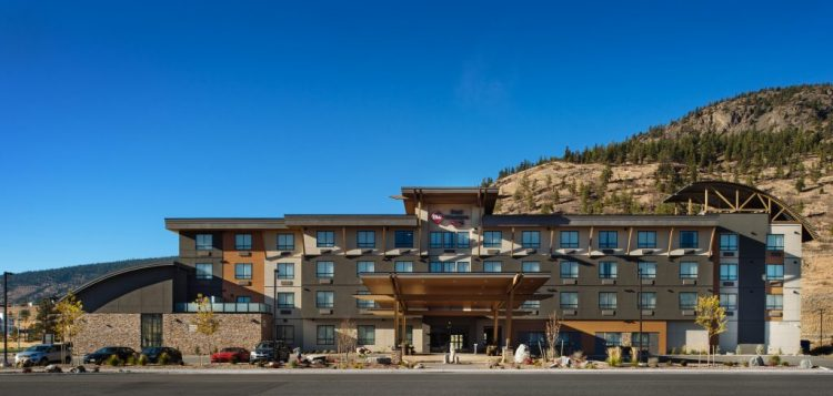exterior view of the best western in merritt, bc